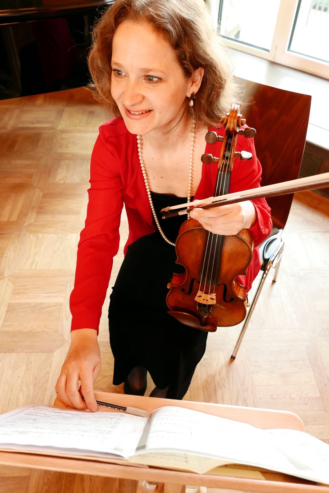 Julia , zweite Violinistin des ensemble leipziger salon