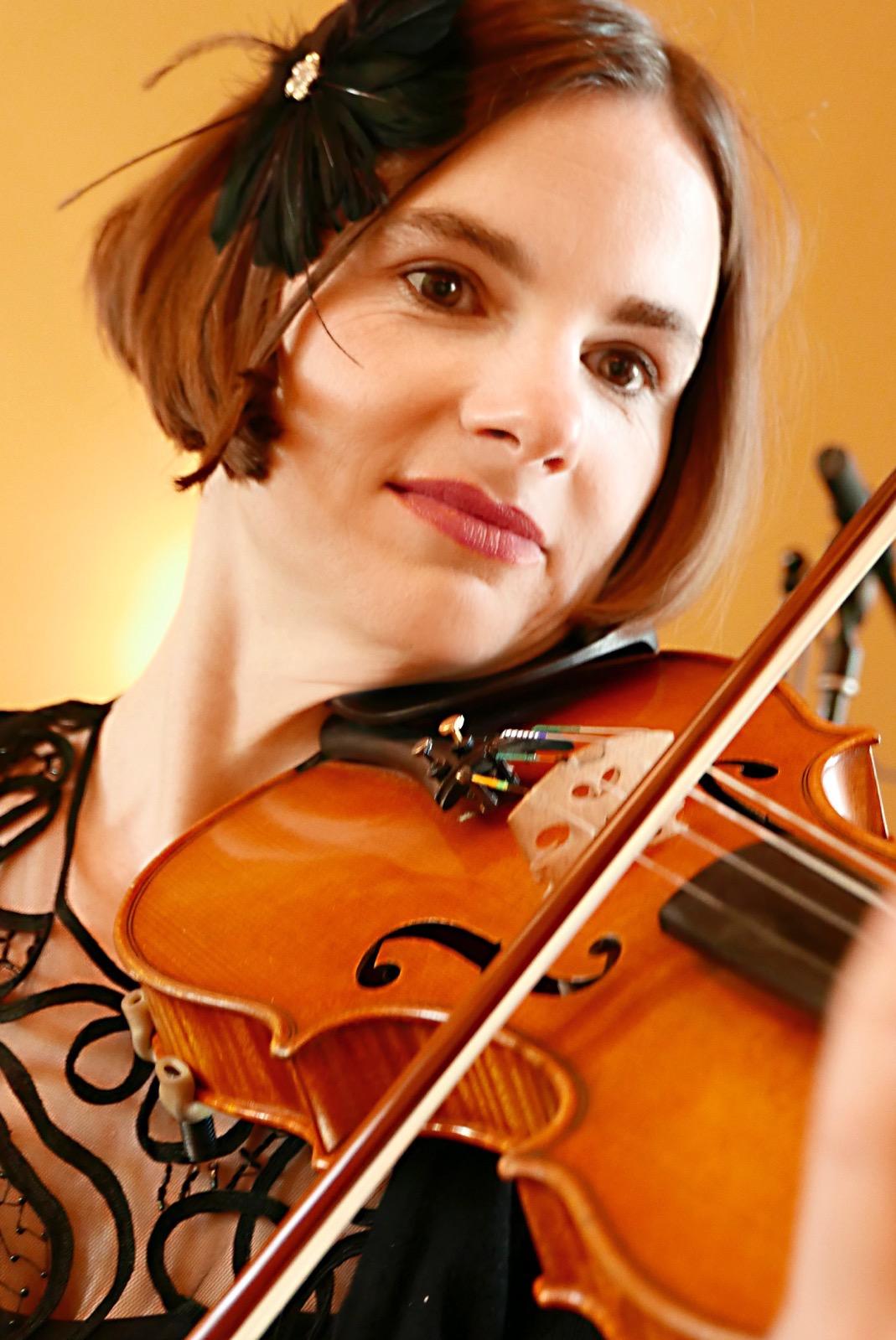 Saskia Klapper, erste Violinistin des ensemble leipziger salon